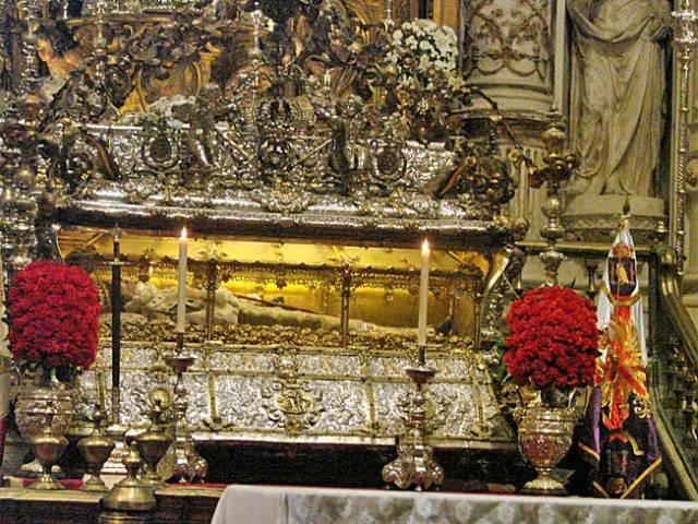 Cuerpo incorrupto de san Fernando, Capilla de los Reyes, Catedral de Sevilla.