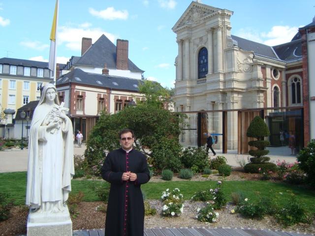 En Lisieux, Francia, dónde vivió la Santa, toda su vida.